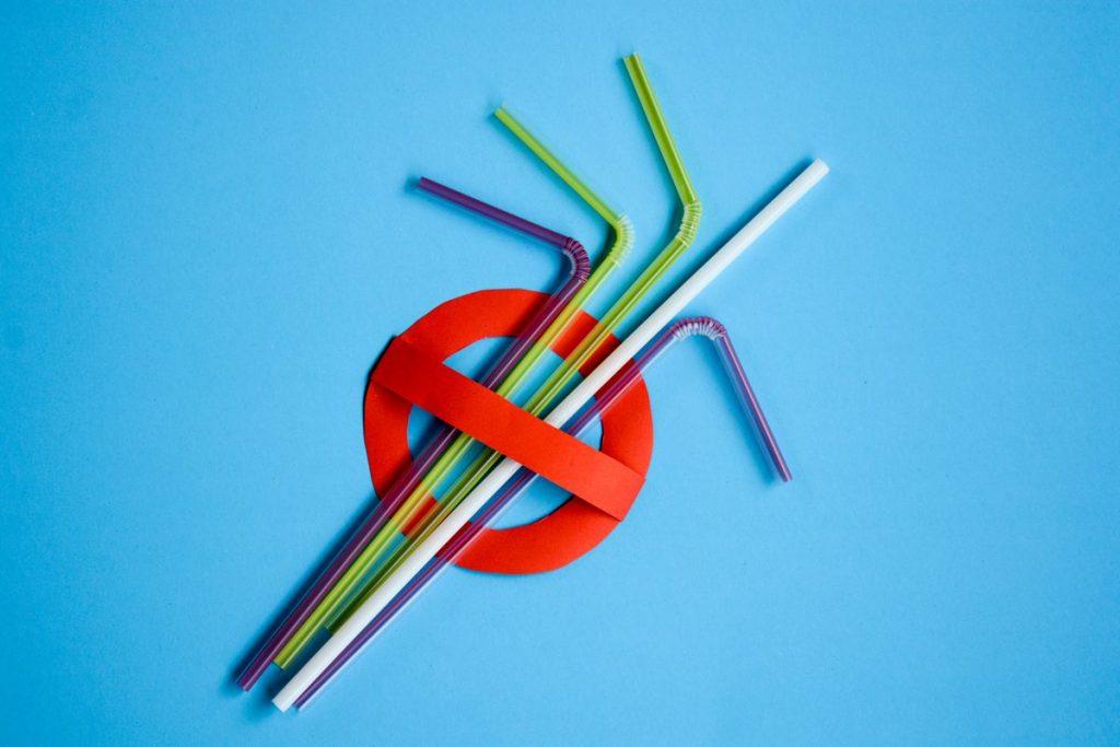 Tại Sao Ống Hút Nhựa Đang Dần Bị Cấm Trên Thế Giới? - Bao Bì Hữu Cơ